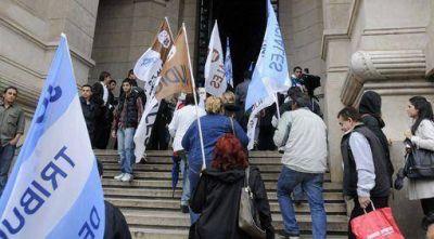 Los judiciales realizan un paro en Mendoza
