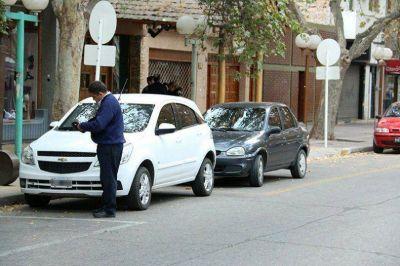 Hay gente que debe 200 mil pesos de multas por mal estacionamiento