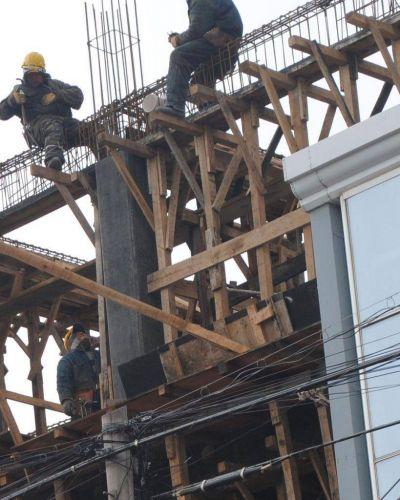 Alrededor de 300 obreros de la construcción recibirán el subsidio que otorga la Provincia