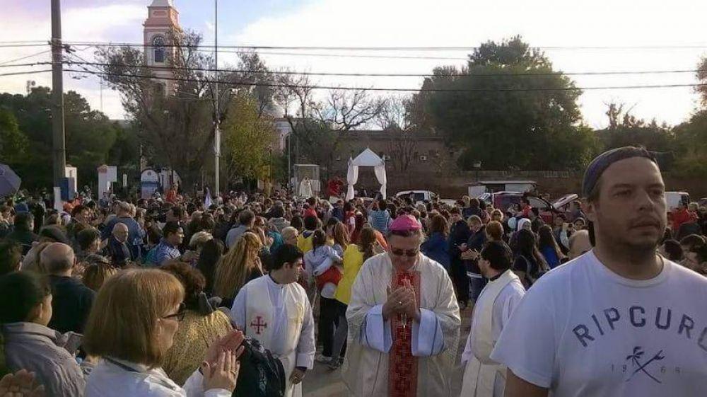 Mons. Martín advierte a los jóvenes sobre el riesgo de ponerse de rodillas delante de los ídolos