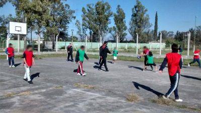 Jugadores de Salta Basket compartieron una jornada deportiva con jóvenes en riesgo social