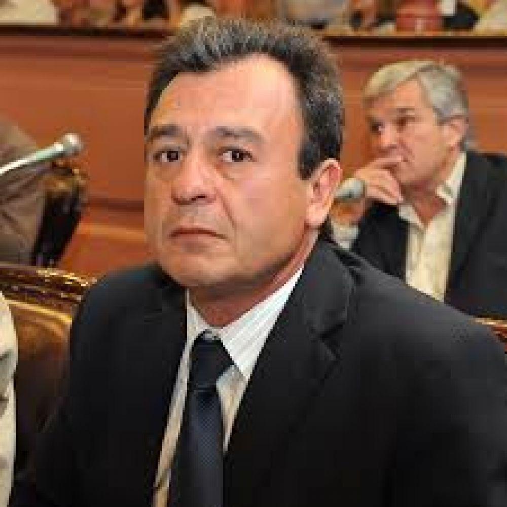 Bisogni bajó su precandidatura a gobernador