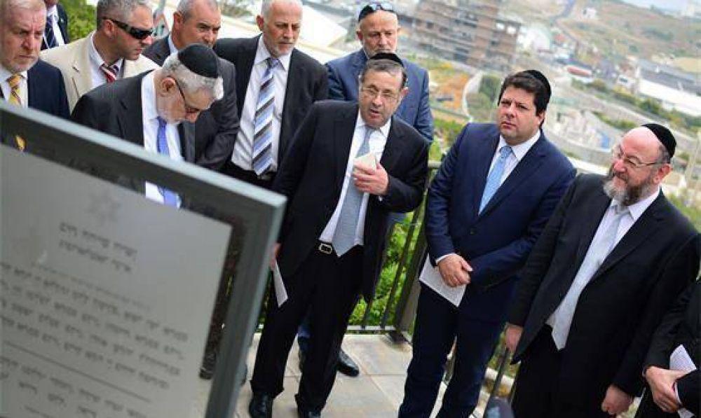 El Rabino Principal de la Comunidad Hebrea de la Commonwealth acude a la reapertura del Cementerio Judío Viejo de Gibraltar