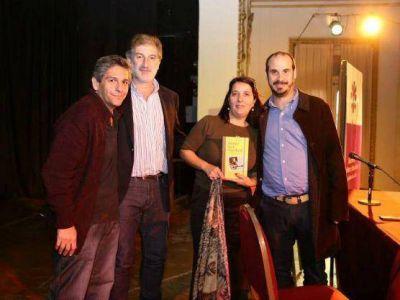 """María Luján Rey presentó su libro: """"La ley de re estatización de los trenes es mentirosa porque Randazzo lo es"""""""
