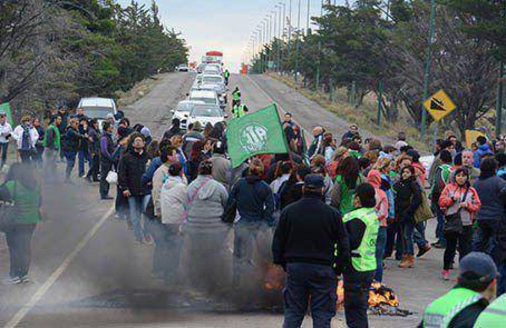 Tras una protesta, confirman el pase a planta de mil empleados públicos
