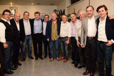 Jesus Cariglino comenzó a tejer el armado peronista en respaldo a Mauricio Macri