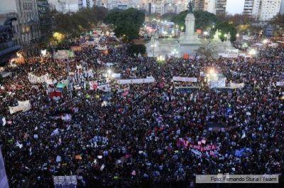 M�s de 200 mil personas se concentraron frente al Congreso para decirle basta a los femicidios