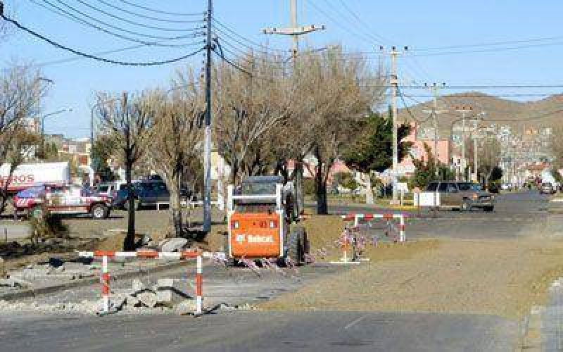 Reparan pavimento y colocarán nomencladores en calles de Caleta