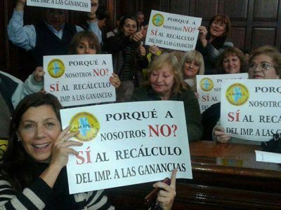 La Legislatura dio media sanci�n a la homologaci�n de las paritarias cuestionadas por la UCR