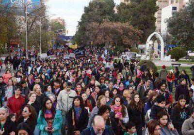 Una multitud marchó para decir basta a los femicidios