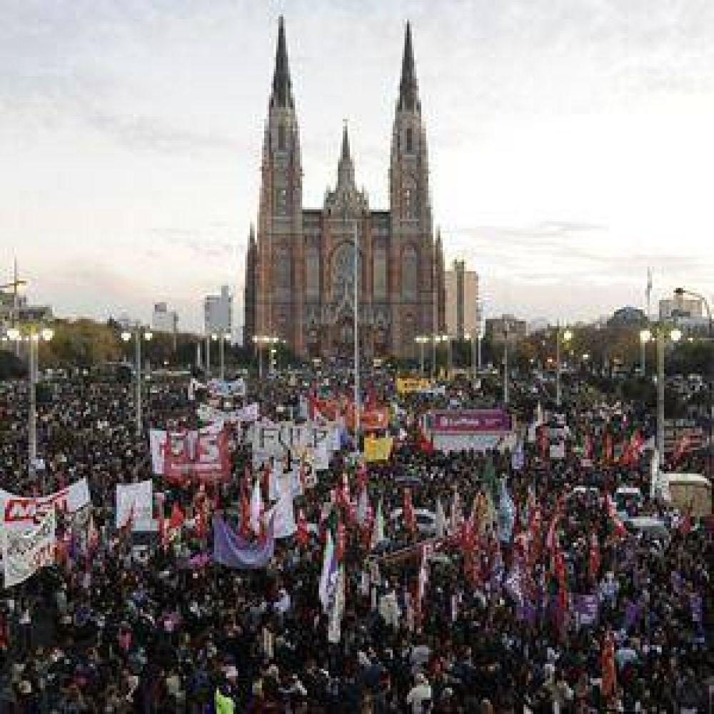 Multitudinaria marcha contra el femicidio en La Plata y el país
