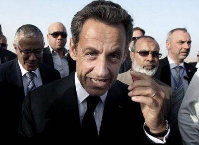 Detienen a seis funcionarios franceses que acompañaron a Sarkozy en su mandato presidencial