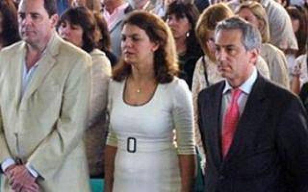 Nuevas bajas en el massismo: Los senadores Carolina Szelagowski y José Vitale