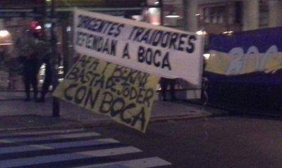 Hinchas de Boca protestan en la AFA para jugar con público ante Newell´s