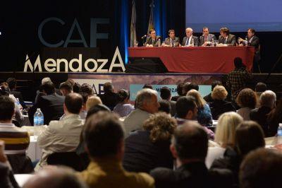 Pérez y Meyer inauguraron el Congreso Argentino de Agentes de Viajes y Turismo