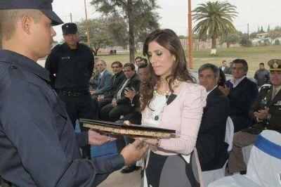 La gobernadora designó a 455 nuevos agentes de policía