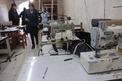 Allanaron otros dos talleres clandestinos de fabricación de ropa en nuestra región