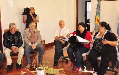 Feito se reunió con la Comunidad Indígena