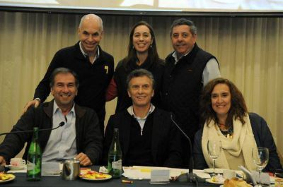 Pablo Del�a en la convenci�n nacional del PRO