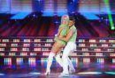 Candela Ruggeri bailó con su papá cuidándola de cerca
