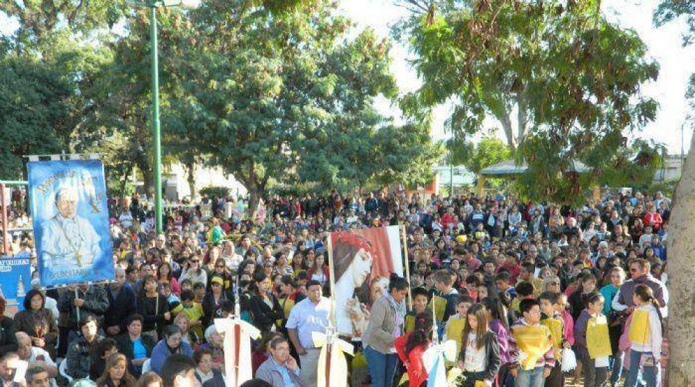 Una multitud de fieles adoró y proclamó por las calles la presencia de Jesús en la Eucaristía