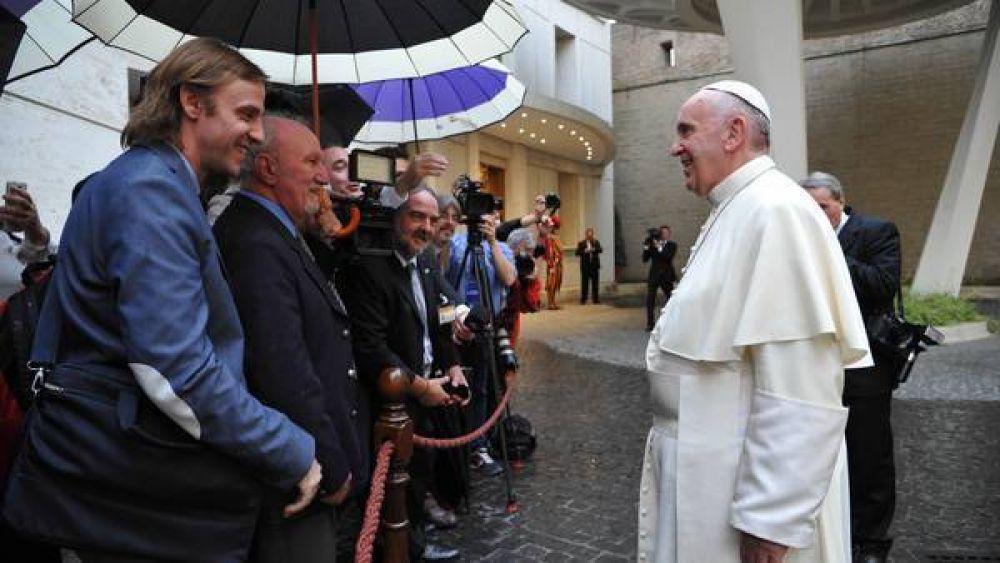 Francisco y Cristina se acercaron a saludar a los periodistas en su día