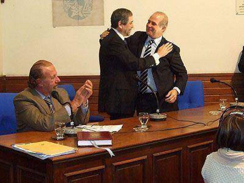 """Asumió Ferraresi y prometió """"compromiso con la gestión""""."""