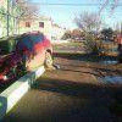 Camioneta impacto contra vivienda después de colisionar con otro vehículo