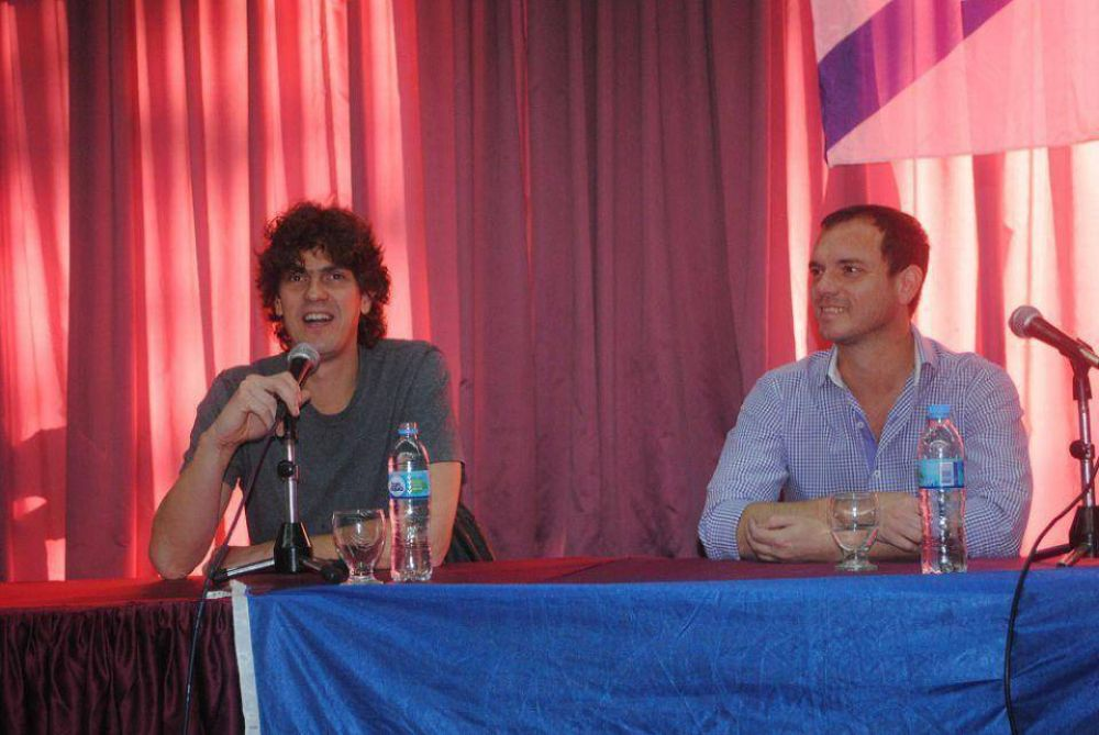 Martín Lousteau en diálogo con los socios de Hacoaj