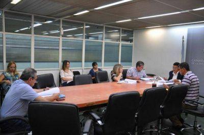 Trabajadores municipales y de la Caja llevaron denuncia sobre aprietes a la Legislatura
