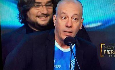 Yayo recibió un Martín Fierro con la camiseta de Belgrano