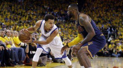 Golden State venció a Cleveland y quedó a un paso del anillo NBA