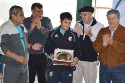 Reconocimiento a Ángel Deldó, campeón del mundo con Los Murciélagos