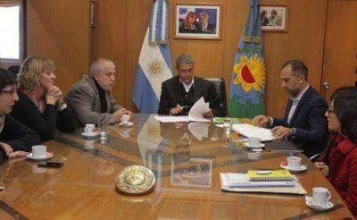 La Comuna firmó un convenio con la Secretaría Provincial de Niñez y Adolescencia