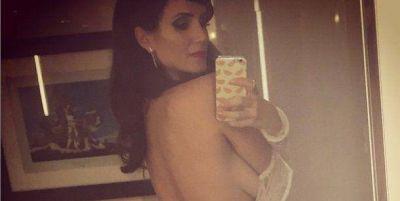 Impactante foto súper sensual de Griselda Siciliani desvistiéndose