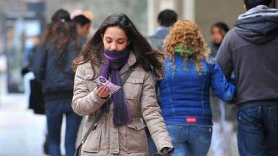 El frío se hace sentir en Santiago en el inicio de una nueva semana