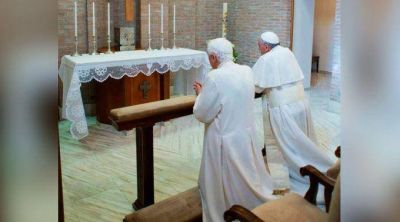 Benedicto XVI descansará en Castel Gandolfo y el Papa Francisco lo acompañaría