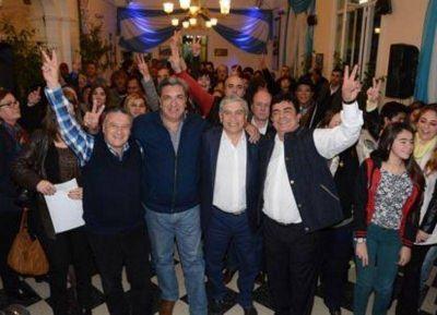 El precandidato a gobernador, Fernando Espinoza, visitó San Vicente
