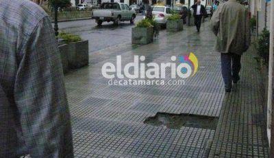 Piden a la Municipalidad el relevo de las veredas de la Capital