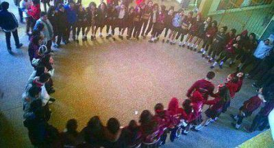 Emotivo homenaje de sus compañeros al  estudiante fallecido  el jueves