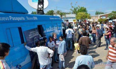 DNI: el móvil satelital recibe entre 70 y 100 trámites diarios