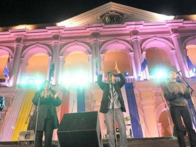 Artistas locales se destacan en homenaje al papa Francisco