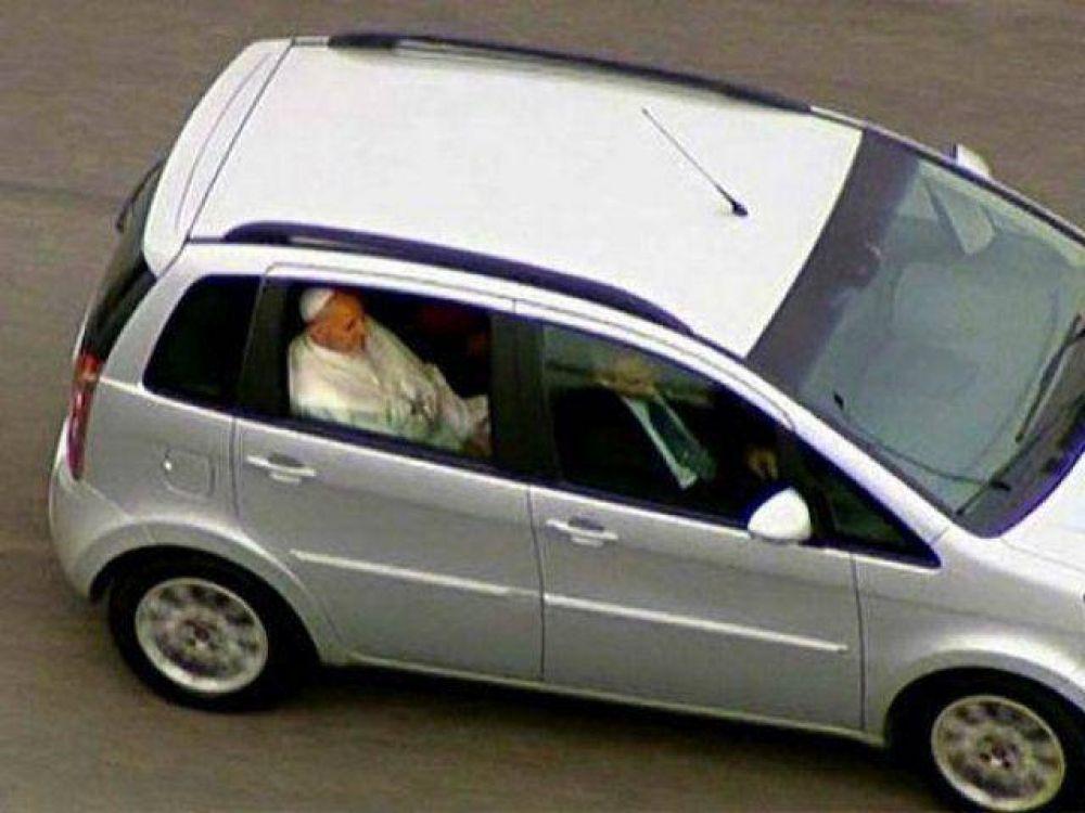 Auto que trasladará a Francisco ya está en Paraguay
