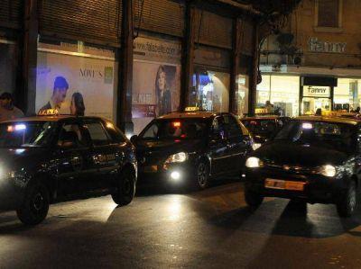 Después de las elecciones, los taxistas van por un incremento en la tarifa
