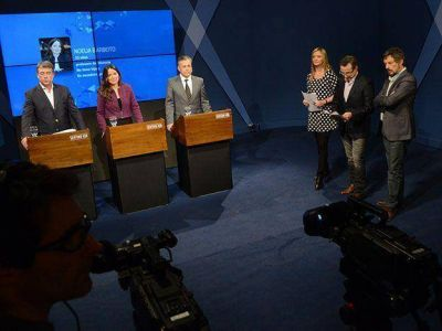 Los candidatos a gobernar Mendoza midieron fuerzas en un picante debate