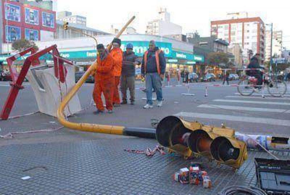 Cambian y reparan 214 columnas de semáforos