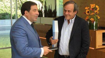 Echegaray fue recibido por Platini