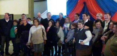 Se entregaron 400 tarjetas de créditos Argenta a jubilados