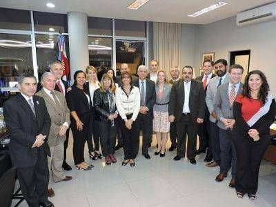 José Emilio Neder, recibió esta tarde en su despacho de la Legislatura a un grupo de jóvenes líderes políticos provenientes de Estados Unidos, integrantes de la Fundación Universitaria del Río de la Plata