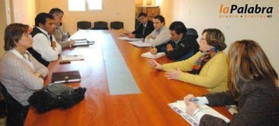 Zvenger se reuni� con autoridades educativas para abordar problem�ticas sociales del distrito
